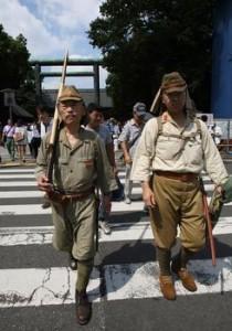 参拜靖国神社的日本老兵