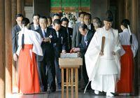 日本政要参拜靖国神社
