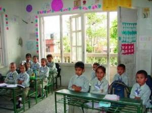 在上课的孩子们