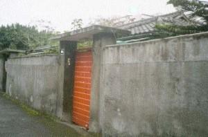 别把围墙围得很高