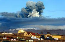 冰岛的艾雅法拉火山喷发情景