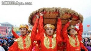 依饭节的仫佬族男子