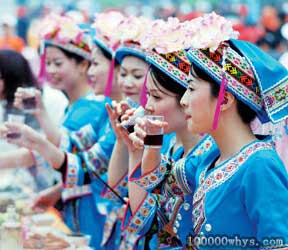 依饭节的仫佬族少女