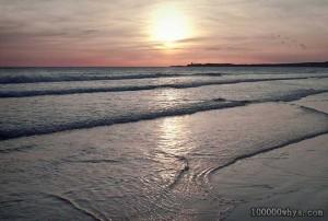 为什么海滨会形成砂矿?